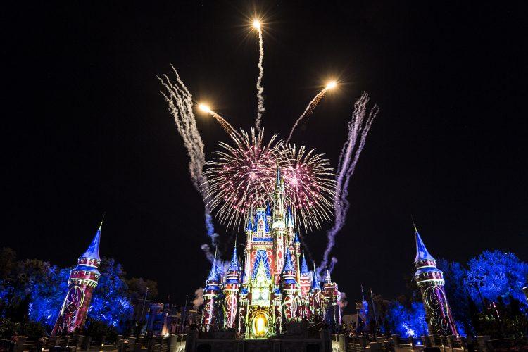 campanita, happily ever after, magic kingdom, donde ver happily ever after, fuegos artificiales disney