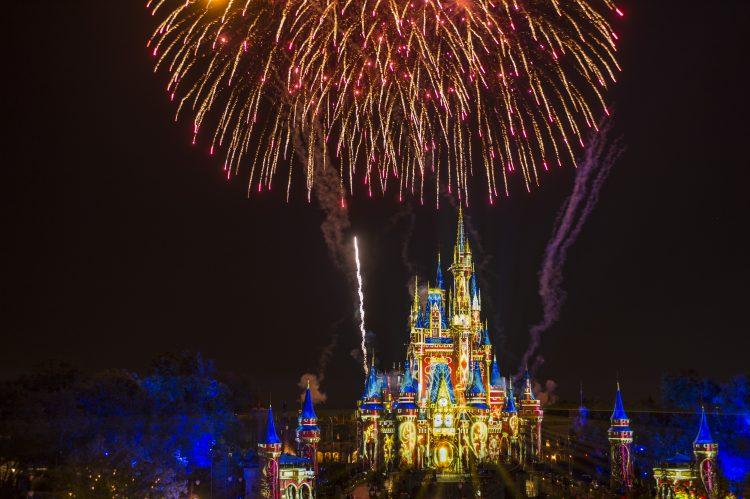 castillo, happily ever after, magic kingdom, donde ver happily ever after, fuegos artificiales disney